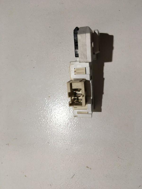 Блокировка дверцы люка (замок) для стиральной машины Bosch WFO 2042