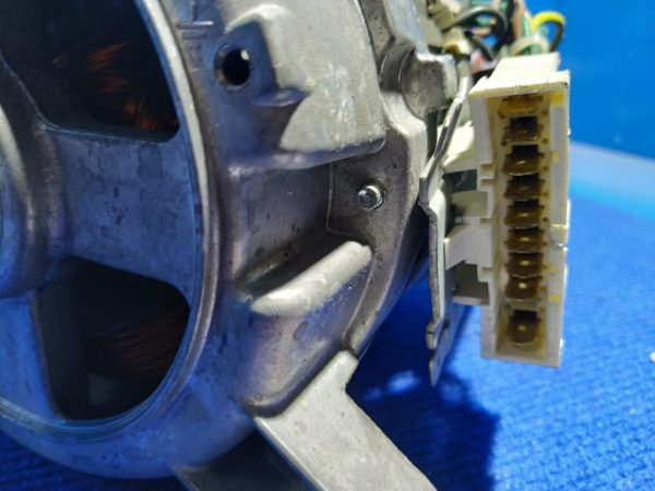 Двигатель (мотор) Б/У для стиральной машины Ardo WDN1264SW арт.512020802 651015811