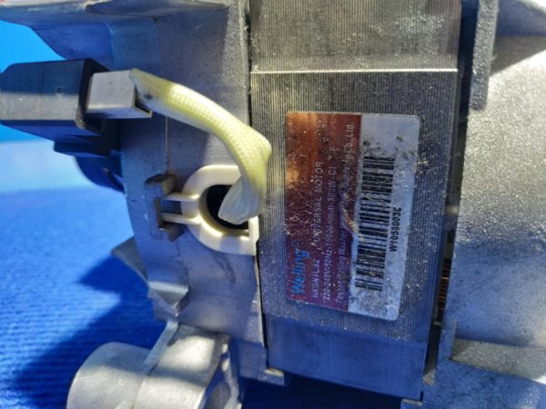 Двигатель (мотор) Б/У для стиральной машины Ariston ARTL104EU арт.hxgn1l.82 C00275875