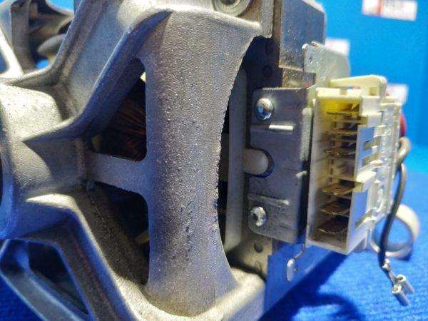 Двигатель (мотор) Б/У для стиральной машины Ariston AVSL68IT C00095348